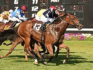 Baciami Piccola Rallies to Florida Oaks Win