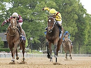 Terra Promessa (right) holds off Taxable to win the Fantasy Stakes.