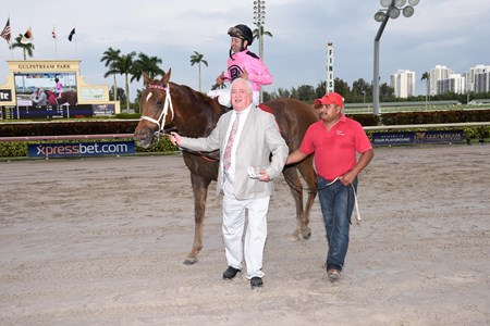 Kaigun wins the 2016 Pan American Stakes