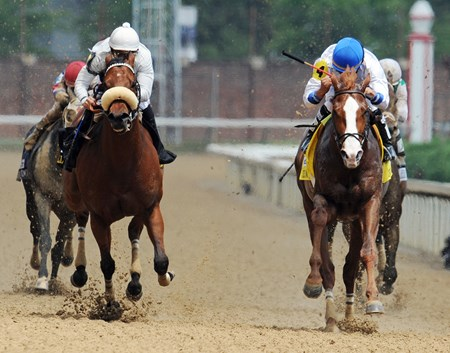 Shackleford, Jesus Castanon up (inside) wins the Gr2 Churchill Downs over Amazombie...