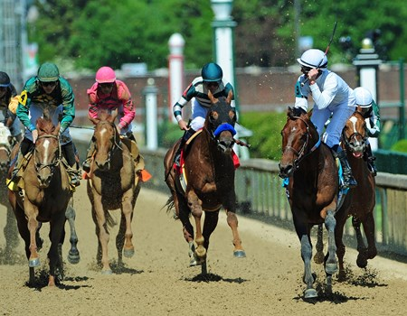 Majestic Harbor (#9) Corey Lanerie up, wins the Gr2 Alysheba Stakes at Churchill Downs.