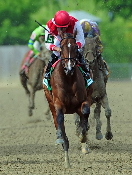 Go Maggie Go, Luis Saez up, wins the Gr.2 Black -Eyed Susan at Pimlico.