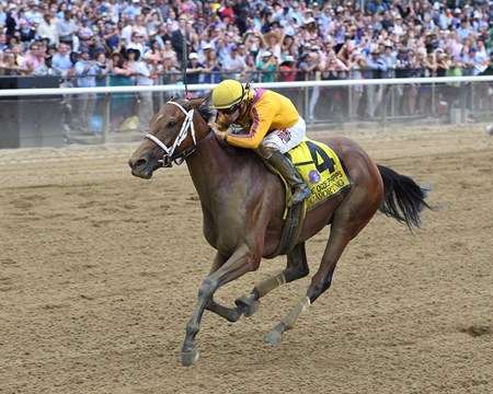 Cavorting wins the 2016 Ogden Phipps Stakes.