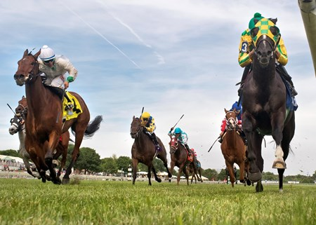 Cammack winning The Black Tie Affair Handicap at Arlington International June 2016, Franciso C. Torres up