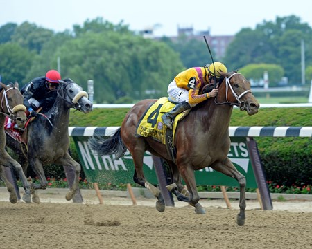Cavorting with Florent Geroux wins the Ogden Phipps (gr. I)