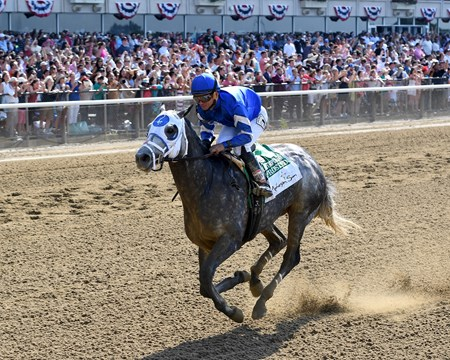 Frosted wins the 2016 Met Mile (gr. I)