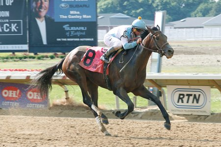 Mo Tom winning the Ohio Derby at Thistledown
