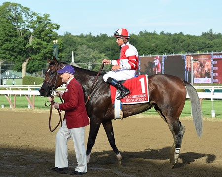Songbird wins the 2016 Coaching Club American Oaks