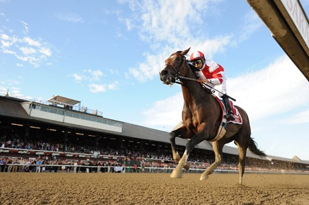 Songbird wins the 2016 Coaching Club American Oaks.