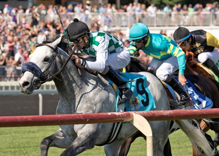Kasaqui winning The Arlington Handicap at Arlington International July 9th, 2016, Robby Albarado up
