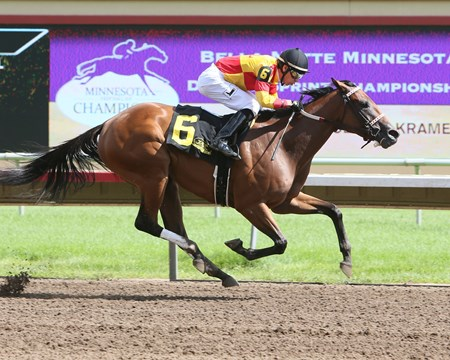Honey's Sox Appeal wins the Bella Notte Minnesota Distaff Sprint Championship Aug. 21, 2016 at Canterbury Park.