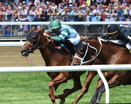 Harlan's Harmony wins the 2016 Skidmore Stakes
