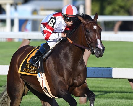Songbird wins the 2016 Alabama Stakes (G1)