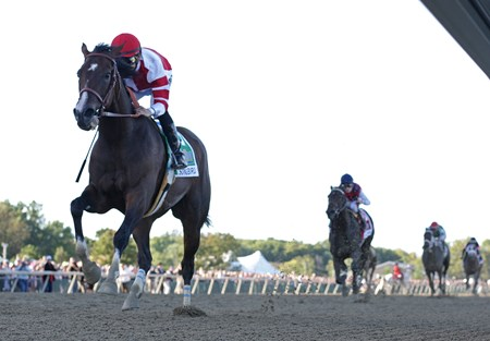 Songbird wins the 2016 Cotillion Stakes
