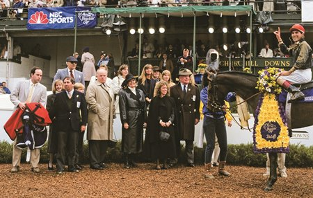 Personal Ensign in the winner's circle for the 1988 Breeders' Cup Distaff