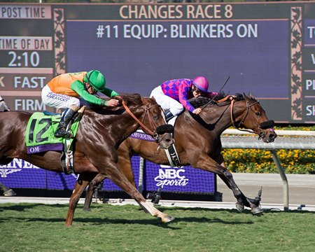 Om, outside, just misses beating Obviously in the Breeders' Cup Turf Sprint