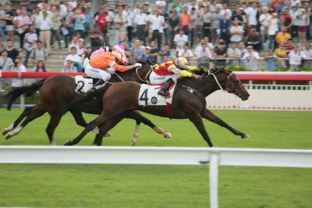 Designs On Rome (No. 4) makes a winning debut this season in the G2 Oriental Watch 55th Anniversary Sha Tin Trophy.