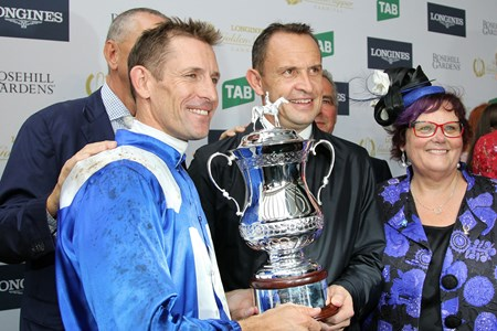 Winx wins the 2017 George Ryder Stakes