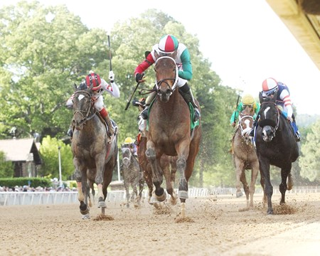 Inside Straight wins the 2017 Oaklawn Handicap