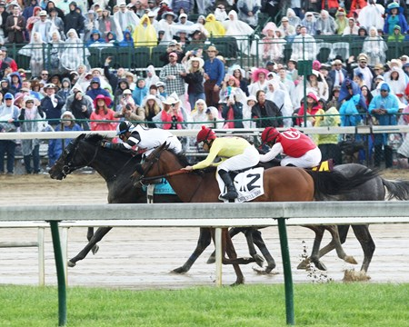 Limousine Liberal wins the 2017 Churchill Downs Stakes