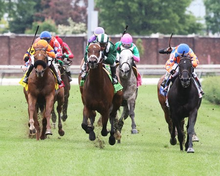 Green Mask wins the 2017 Twin Spires Turf Sprint S. Presented by Twinspires.com
