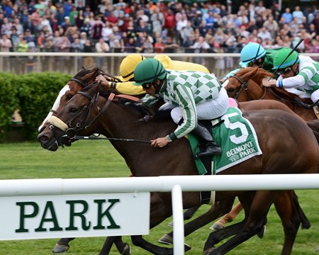 Morticia wins the Soaring Softly Stakes