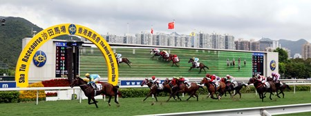 Rocketeer wins the 2017 Hong Kong Young Industrialists Council Silver Jubilee Cup Handicap