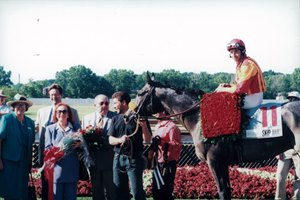 Skip Away, Jose Santos up, after his 1996 Ohio Derby win