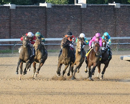 McCraken wins the 2017 Matt Winn Stakes