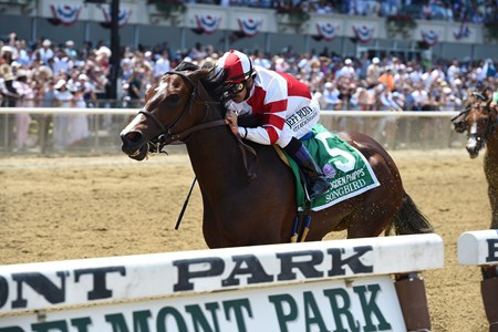 Songbird wins the 2017 Ogden Phipps Stakes
