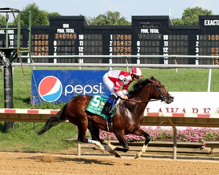 Songbird with Mike Smith wins the Delaware Handicap (GI) at Delaware Park on July 15, 2017.