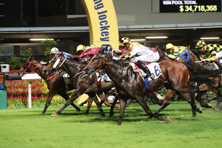 The 2016-17 racing season in Hong Kong saw an increase of 87.1% in commingled handle