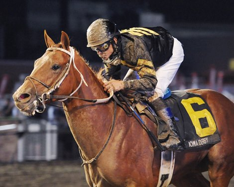 Hence Closes From Last To Win Iowa Derby Bloodhorse