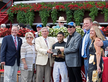 Aveenu Malcainu with Luis Saez wins the 2017 Funny Cide Jack Knowlton, owner of Funny Cide, third left, present to owner Al Gold (right of jock), Jeremiah and Robin Englehart
