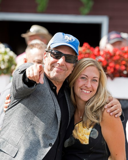 Aveenu Malcainu with Luis Saez wins the 2017 Funny Cide owner Al Gold celebrating with Robin Englehart, trainer's wife.
