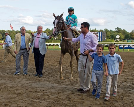 WALKIN: l-r, unknown (yello), Gary Biszantz, Sol Kumin and sons, Jax and Sam Twisted Tom with Javier Castellano wins the Albany at Saratoga racecourse in Saratoga Springs, N.Y. on Aug. 25, 2017