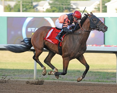 Wonderful Dancer wins the 2017 Iowa Breeders' Derby