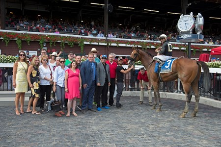 Aveenu Malcainu with Luis Saez wins the 2017 Funny Cide Trainer Jeremiah Englehart to left of owner Al Gold (blue hat, blue shoes)