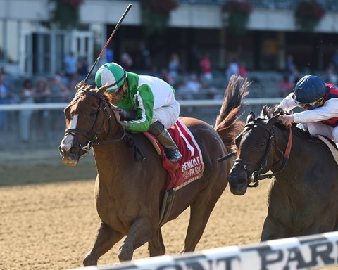 Highway Star wins by a neck over Carina Mia in the Gallant Bloom at Belmont Park