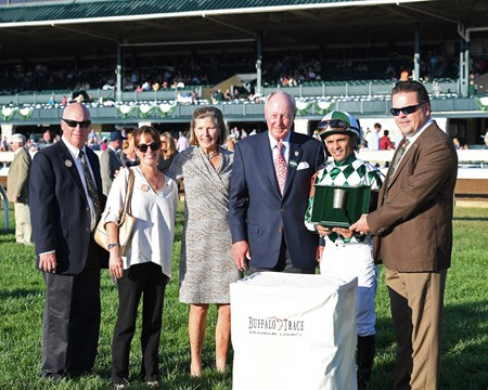 l-r, Rusty and Sarah Arnold, Sally and G. Watts Humphrey Jr., Jose Lezcano, and presenter Harlen Wheatley, Master Distiller. Morticia with Jose Lezcano wins the Buffalo Trace Franklin County (G3).Oct. 13, 2017 in Lexington, Kentucky.