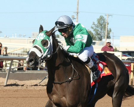 Sidewinder Sally wins the 2017 New Mexico Classic Cup Oaks Championship