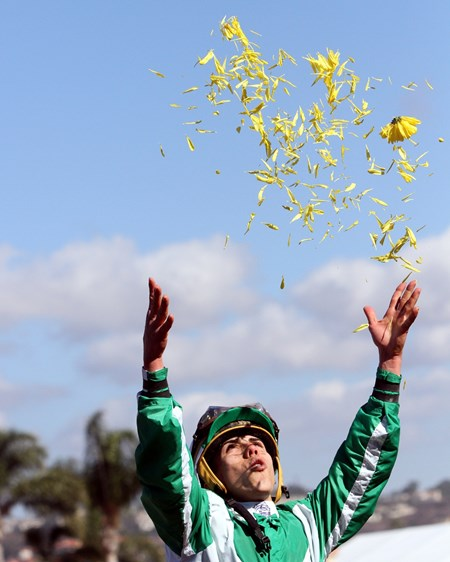 Irad Ortiz celebrates after winning the the Breeders' Cup Filly & Mare Sprint aboard Bar of Gold at Del Mar on November 4, 2017.