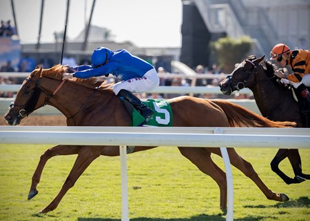 Wuheida wins the Breeders' Cup Filly & Mare Turf at Del Mar on November 4th 2017, jockey William Buick up