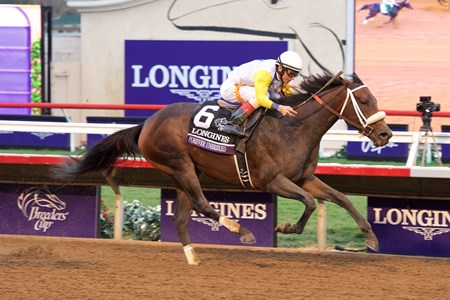 Forever Unbridled wins the Breeders Cup Distaff on November 3, 2017.