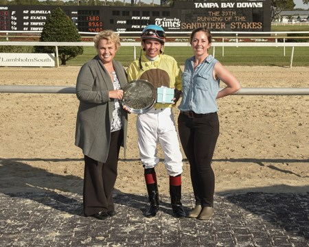 Almond Roca wins the 2017 Sandpiper Stakes