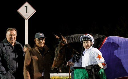 Gronkowski (Jamie Spencer) with Tom Ludt (left) and Amer Abdulaziz (2nd left) after The Road To The Kentucky Derby Conditions Stakes Kempton 7 Mar 2018