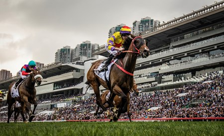 Ping Hai Star wins the 2018 BMW Hong Kong Derby