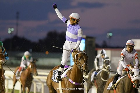 Roman Rosso wins the Longines Gran Premio Latinoamericano at Maronas Racetrack