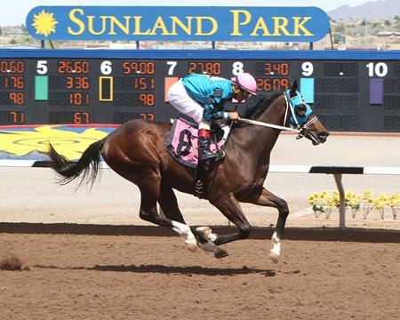 Hustle Up wins the Copper Top Futurity at Sunland Park