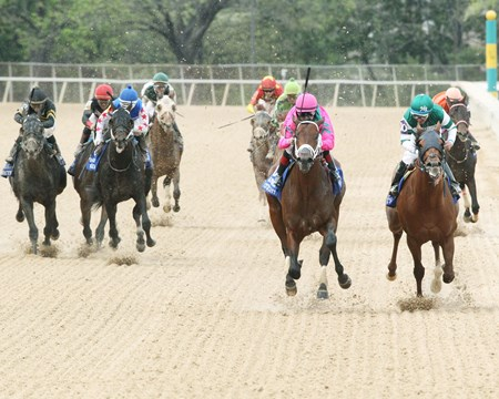 City of Light wins the 2018 Oaklawn Handicap